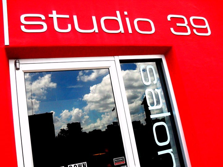 "img src=""http://studio39salon /images/Studio-39-Salon-Logo.jpg"" alt=""Studio 39 Salon, Kansas City, MO"""