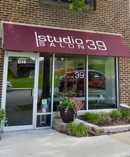 Front of Crossroads Studio 39 Salon