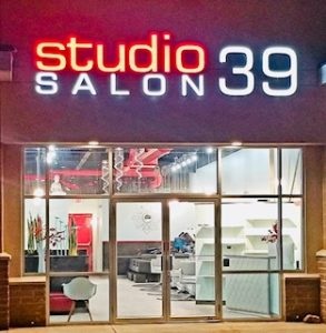 picture of Lakewood Lee's Summit salon lit from outside